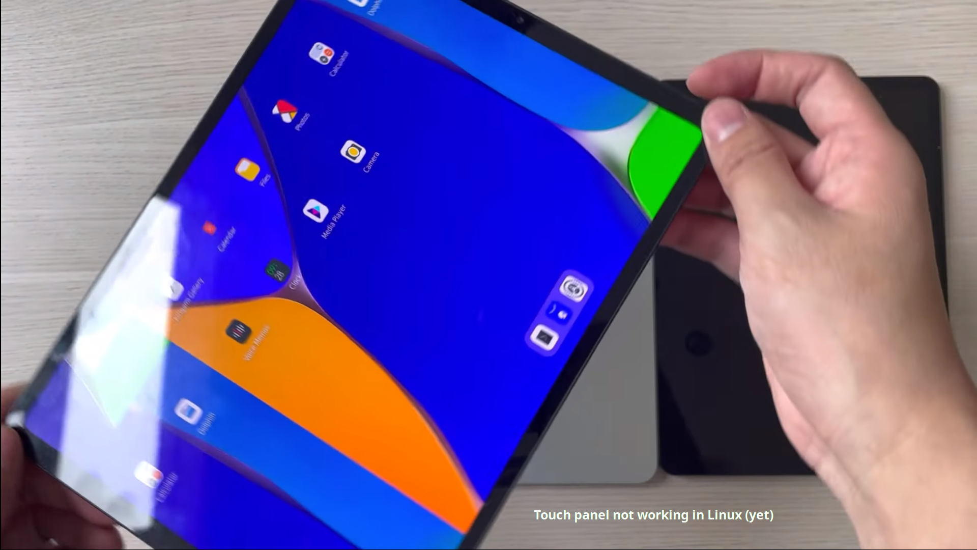 The JingPad A1 is a Linux tablet with 2K display, pen input, 5G and much more