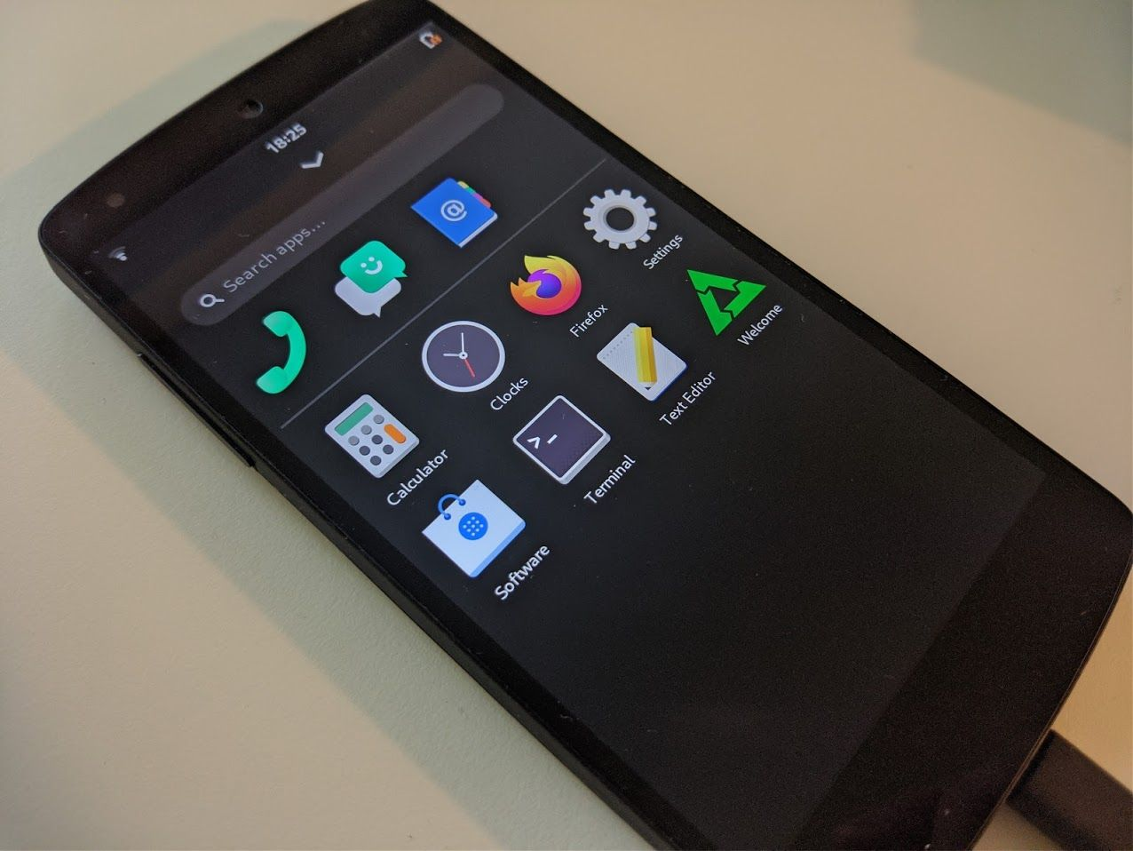 Using a Google Nexus 5 as a Linux phone, in 2020